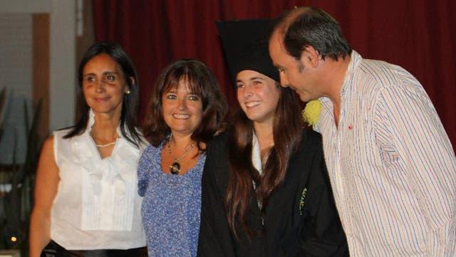 Macarena se egresó en Argentina