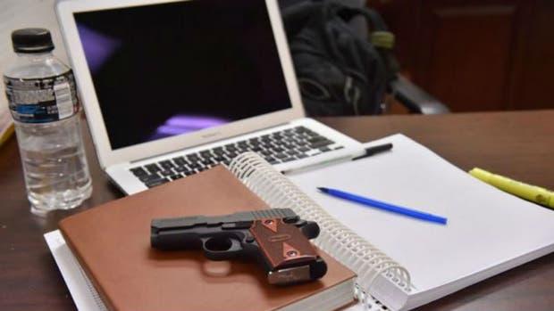 A partir de la próxima cursada será habitual ver armas legales en estudiantes universitarios de Texas