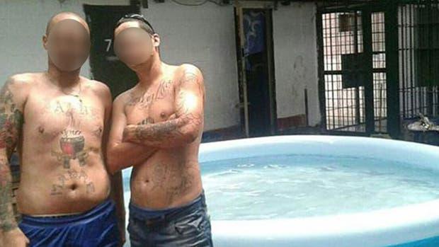 Se reabre la polémica de los presos que disfrutan de piletas en las cáceles