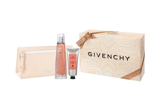 Live Irrésistible Eau de Parfum de Givenchy. Las frutas tropicales, pétalos de rosas y el ámbar son algunas de las notas que hacen tan explosiva a esta fragancia.