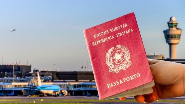 Desocupados mayores de 50 y familias con hijos, los nuevos italianos en fuga