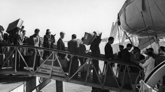 La fuerte presencia de inmigrantes italianos en Buenos Aires y Montevideo influyó en el léxico, acento y fonética de la variante rioplatense del español