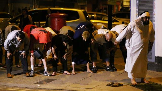 Un vehículo atropelló al menos diez personas en los alrededores de una mezquita, en Londres.