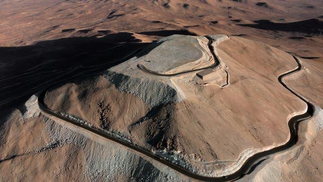 Cima aplanada de cerro Armazones vista desde el aire. La cumbre albergará al