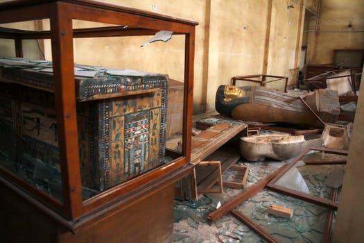 Graves daños y robos en los museos egipcios por la ola de violencia. Foto: AP