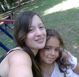 Bárbara Santos y su hija Micaela, de 11 años, dos de las víctimas