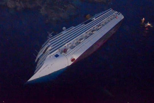 Cae la noche y suman más de 40 las personas desaparecidas. Foto: Reuters
