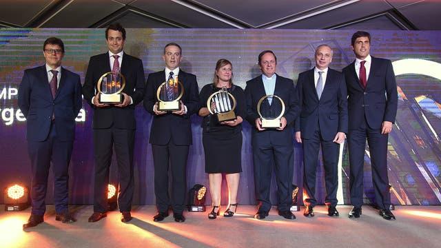 Los ganadores de la categoría social, Juan Segundo Bellocq, Gustavo Boquin y sandra Pierdomici, y Matías Najun.