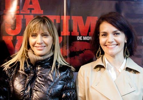 Hombro a hombro. Divertidas, Adriana Salonia y Celina Font posaron para los fotógrafos durante una première.. Foto: Virtual Press