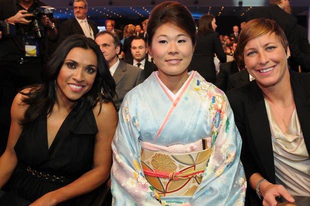 Marta, Homare Sawa y Abby Wambach, candidatas a la mejor jugadora del mundo; ganó la japonesa.  /AP, AFP y Reuters
