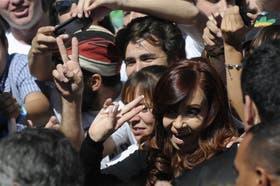 La presidenta Cristina Kirchner encabezó ayer un acto en Morón, en la víspera de un nuevo aniversario del golpe de Estado de 1976