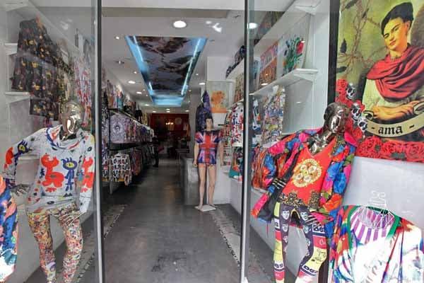 El local tiene unos cuadros de Frida Kahlo divinos. Foto: OHLALÁ! /Guadalupe Aizaga