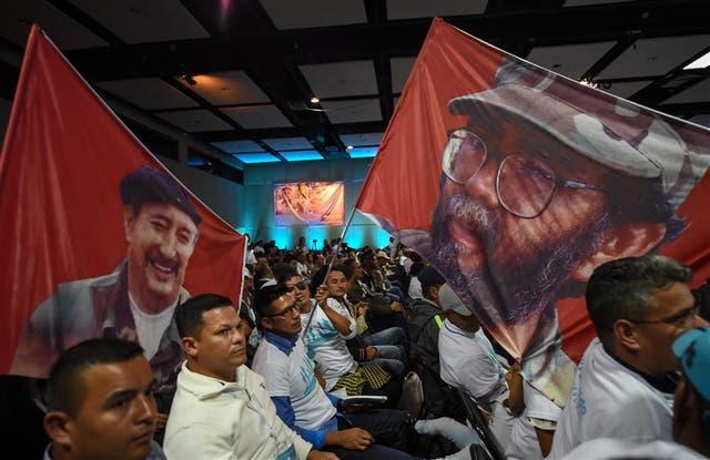 Miembros de las FARC asistieron ayer a la apertura del congreso nacional del partido en Bogotá