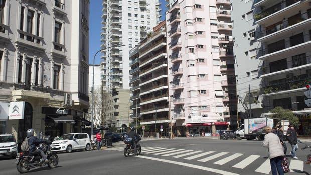 En el sur de la ciudad El cruce de Martín García y Montes de Oca, una esquina emblemática en la que la conectividad es clave