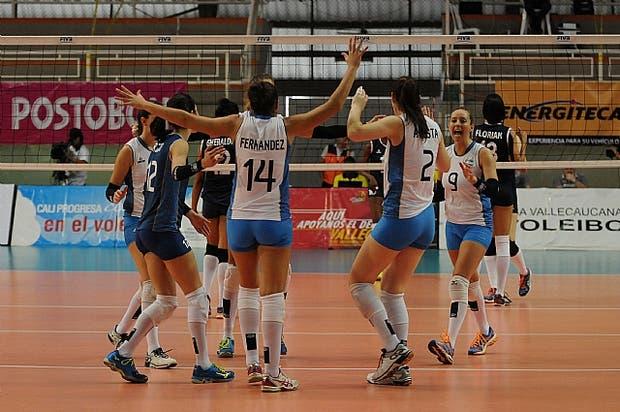 Colombia sede del Sudamericano de Voleibol gana el primer partido