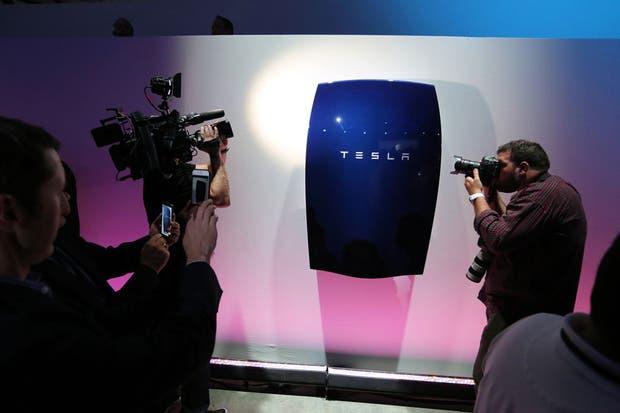 Una batería hogareña de Tesla Powerwall, una de las iniciativas que apuntan a almacenar la energía para su posterior uso