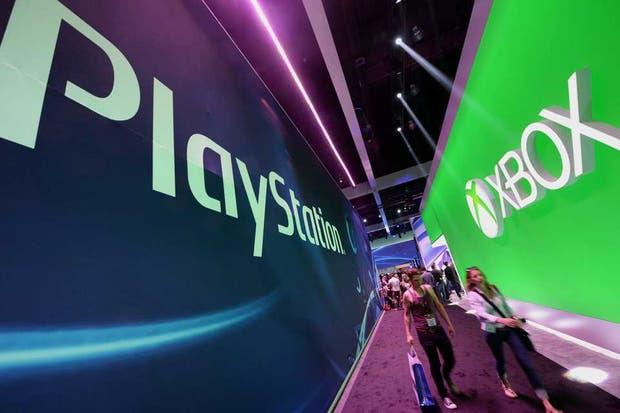 Los stands de Sony y Microsoft, enfrentados en la feria E3 con sus consolas PlayStation 4 y Xbox One