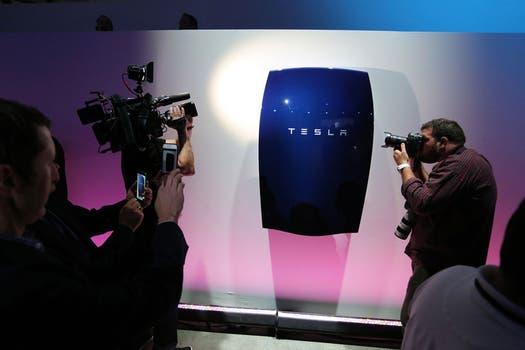 Una vista de la unidad Powerwall durante la presentación de Tesla. Foto: AFP
