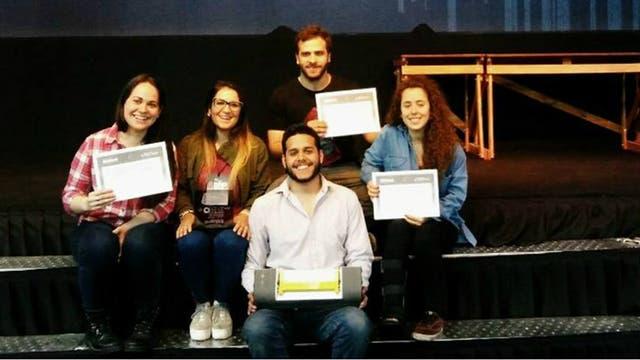 Julian Brizuela, Joaquín Cortés, Margarita Cortizas, Luciana Burrieza y Romina Paris, ganaron el premio a la Innovación en la universidad en Innovar 2016 por su proyecto de IBIS.