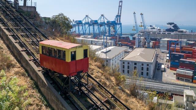 Los funiculares de Valparaíso fueron declarados Monumento Histórico y son parte de la postal del puerto chileno
