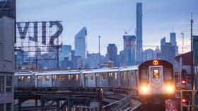 Por túneles o rieles elevados, el metro es parte esencial de la experiencia neoyorquina