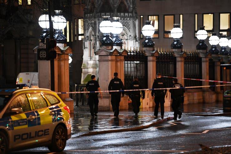 Masiva fuga de gas en Londres: evacuaron dos estaciones de tren y varios hoteles