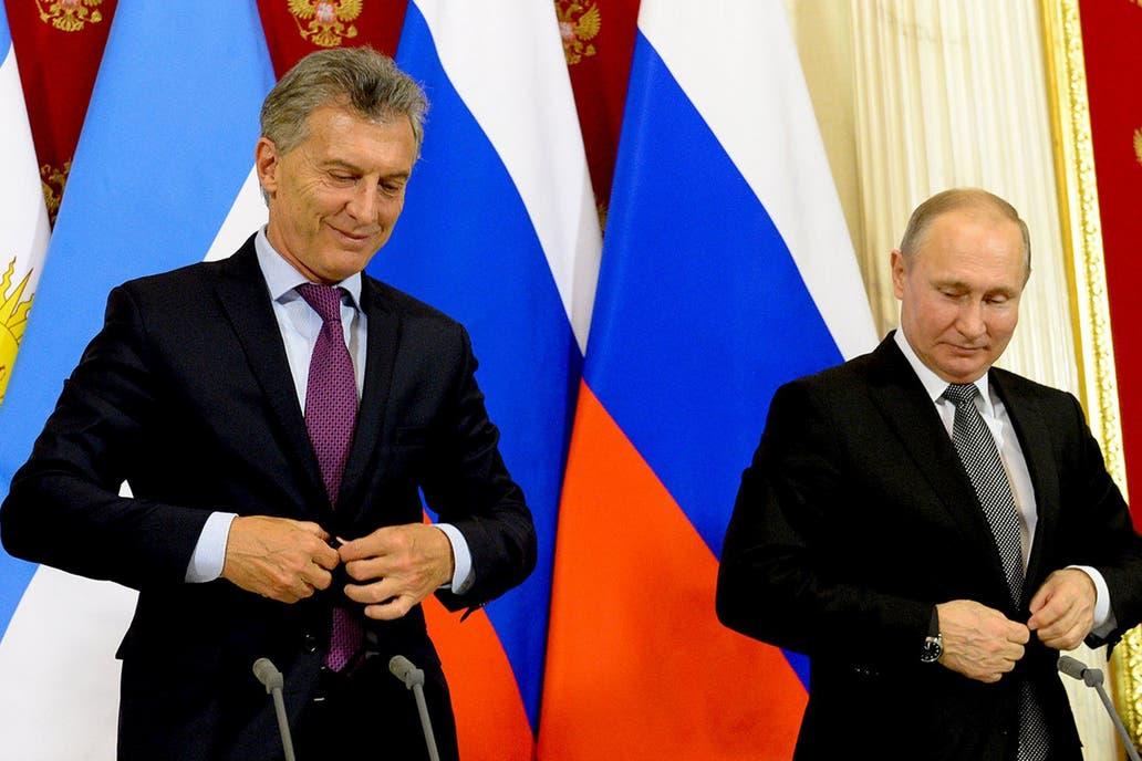 """En una reunión con Putin intentó despejar las desconfianzas que se habían generado por los cambios en política exterior; el presidente ruso dijo que la Argentina es """"un socio muy importante"""" en la región"""