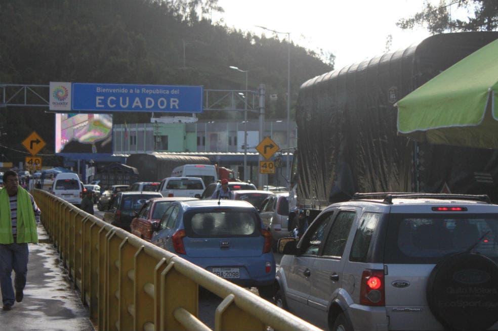 Ministro ecuatoriano confirma secuestro de periodistas: se 'presume' que están en Colombia