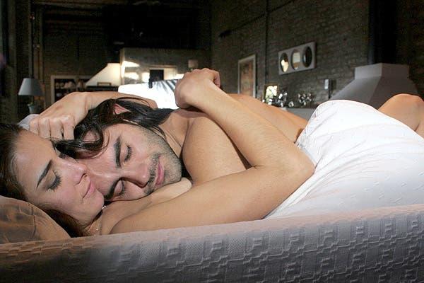 Renata (Juana Viale) y Lautaro (Gonzalo Heredia) luego de su noche de pasión