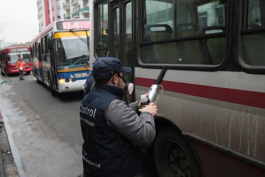 Las infracciones que se controlaron fueron, respetar semáforos en rojo, control de ruidos y cinturones de seguridad entre otros. Foto: LA NACION / Miguel Acevedo Riú