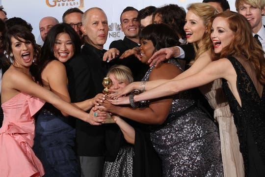 Elenco ganador... ¡El equipo completo de Glee festeja sus Globos de Oro!. Foto: AFP
