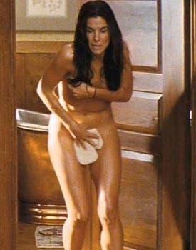 Sandra Bullock se quitó la ropa en la comedia romántica The Proposal. Foto: Archivo