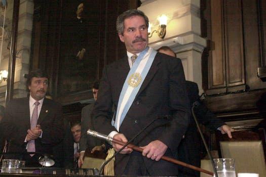 Solá asume como gobernador, el 3 de enero de 2002. Foto: Archivo