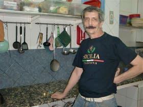 Gracias al Hogar de San José, Marcelo Castro hoy tiene trabajo y vive en un hotel
