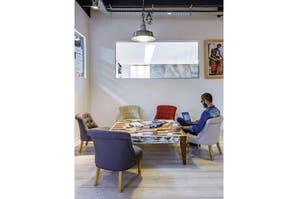 Un espacio de trabajo con áreas de juego y relax