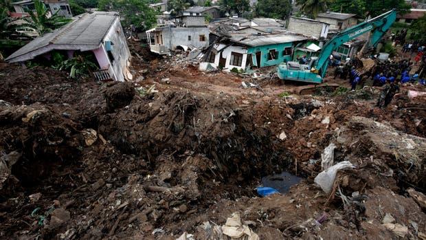 Sri Lanka: 16 personas murieron sepultadas por el derrumbe de una montaña de basura