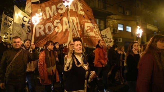 Los maestros se concentraron en la zona de los tribunales rosarinos para reclamar justicia