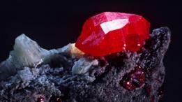 85% por mercurio y 15% de azufre = ese vivo rojo del cinabrio.
