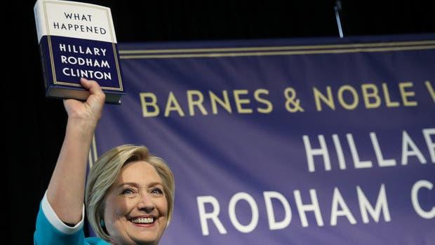 Hillary Clinton, ayer, al presentar su nuevo libro en Nueva York