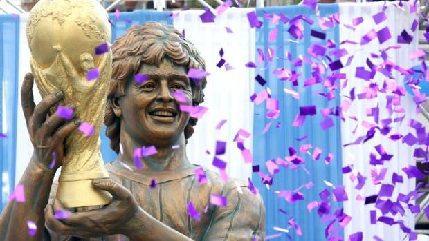 Locura en la India por Maradona: lo recibieron como un ídolo