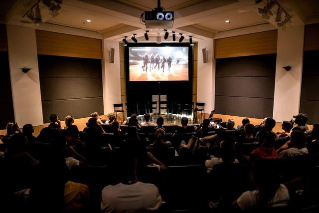 La sala de cine del Haedquarters de Nike, en Portland, en el preestreno de Breaking 2