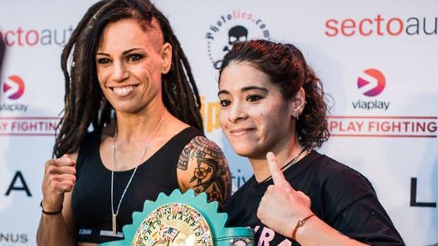 La finalandesa Eva Wahlström y Mayra Gomez, antes del combate