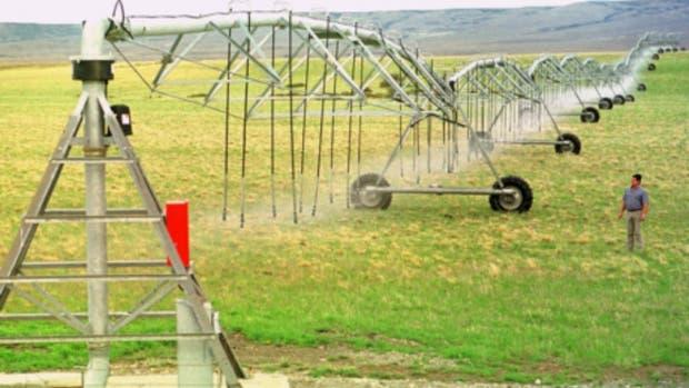 Mayores costos para el riego por aspersión