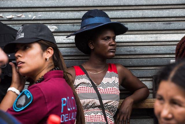 Desalojo de manteros en Liniers: se levantó la totalidad de los puestos y el operativo continúa en la provincia