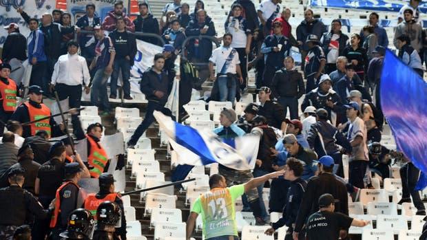 El choque entre la policía y los hinchas del equipo patagónico