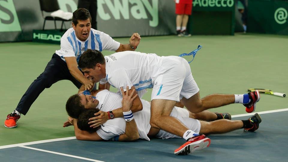 Por primera vez en la historia Argentina logra ganar la Copa Davis, después de cuatro finales plenas de frustración llegó el momento de festejar. Foto: LA NACION / Santiago Filipuzzi / Enviado especial