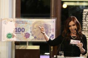 El alza del dólar está apuntalada por la emisión. Actualmente 6 de cada 10 billetes que circulan son de $100