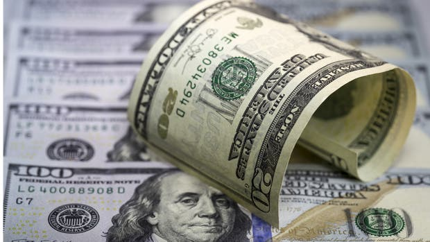 El dólar cotiza a la baja luego del recorte de tasas del Banco Central