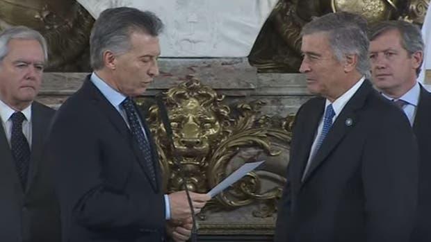 Mauricio Macri tomó juramento a los nuevos ministros de Educación y Defensa