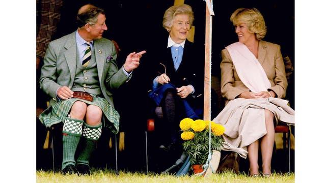 En 2002 junto a Camila asisten a los Juegos Mey Highland en Escocia, en agosto de 2002